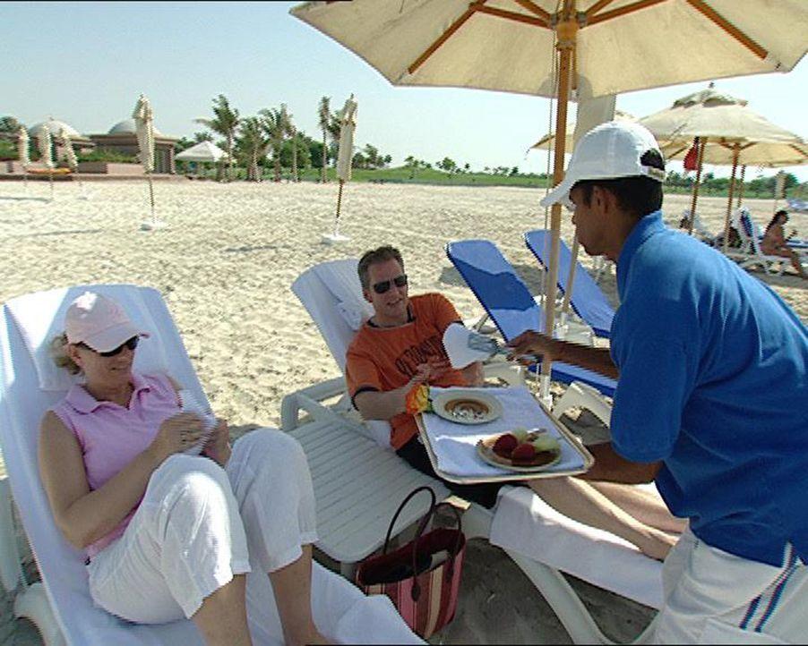 """Das Emirates Palace in Abu Dhabi ist das teuerste Hotel der Welt. """"24-Stunden""""-Autor Wolfgang Stoltz hat eine Woche lang das Leben im Emirates Palac... - Bildquelle: Sat.1"""