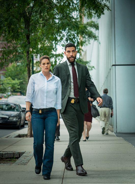 Special Agent Maggie Bell (Missy Peregrym, l.); Special Agent Omar Adom 'OA' Zidan (Zeeko Zaki, r.) - Bildquelle: Mark Schafer 2019 CBS Broadcasting, Inc. All Rights Reserved. / Mark Schafer