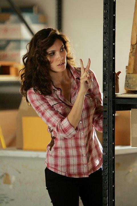 Gemeinsam mit Sam und Callen ermittelt Kensi (Daniela Ruah) undercover, um einen Mordfall aufzuklären ... - Bildquelle: CBS Studios Inc. All Rights Reserved.