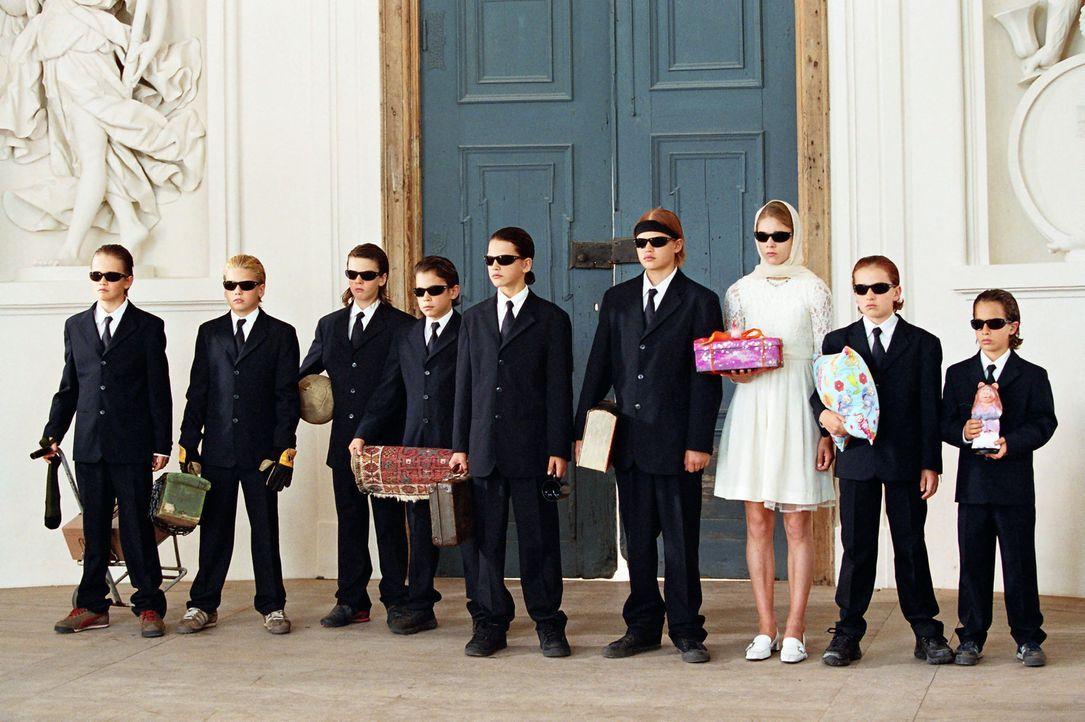 Leon (Jimmy Blue Ochsenknecht, M.), Marlon (Wilson Gonzalez Ochsenknecht, 4.v.r.), Vanessa (Sarah Kim Gries, 3.v.r.) und die anderen Wilden Kerle ne... - Bildquelle: Buena Vista International. All rights reserved