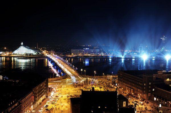 2. LettlandBeim Mittsommerfest in der Nacht vom 23. Juni zum 24. Juni feiert...