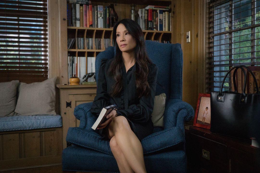 Enttäuscht von ihrem Stiefvater, der ohne sie zu fragen, ein Buch über ihre Arbeit mit Holmes schreibt: Joan Watson (Lucy Liu) ... - Bildquelle: Michael Parmelee 2015 CBS Broadcasting Inc. All Rights Reserved.