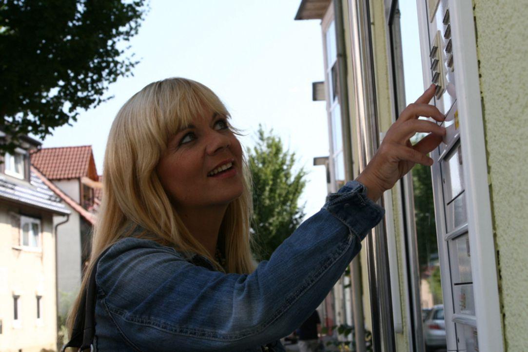 Julia Leischik reist um den Erdball, um nach vermissten Personen zu suchen ... - Bildquelle: SAT.1