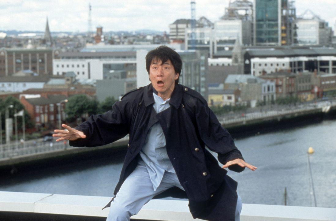 Gerät von einer brenzligen Situation in die nächste: Detektiv Eddie Yang (Jackie Chan) ... - Bildquelle: 2004 Sony Pictures Television International. All Rights Reserved.