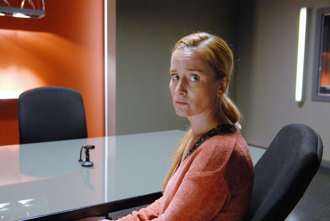 Elke Bender (Nadja Engel) verheimlicht offensichtlich etwas... - Bildquelle: Hardy Spitz Sat.1