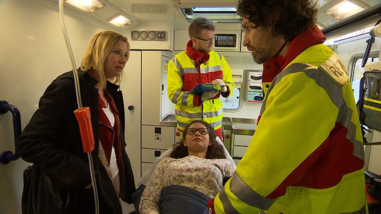 Stefanie Beck im Rettungswagen - Bildquelle: © SAT.1