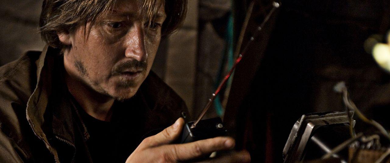 Der desillusionierte Wissenschaftler Richard (Nicolaj Kopernikus) ist neben dem ängstlichen Oliver der einzige, der Lulu Glauben schenkt ...