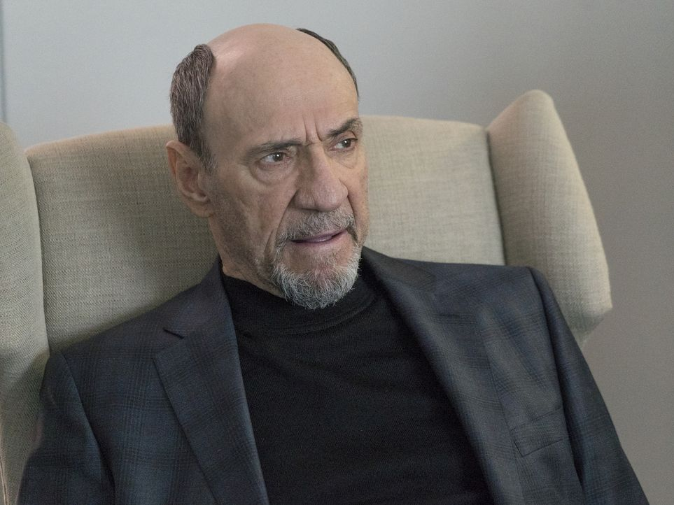 Hat einen ganz besonderen Brief für Carrie: Dar Adal (F. Murray Abraham) ... - Bildquelle: Stephan Rabold 2015 Showtime Networks, Inc., a CBS Company. All rights reserved.