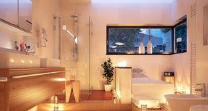 Eine temporäre Lösung – zum Beispiel für den Abend: Kerzen zur Badbeleuchtung...