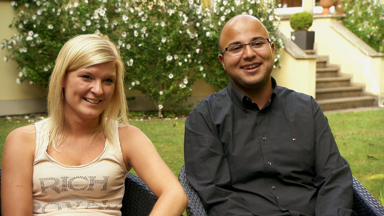 Für Masoot (r.) wird das Kennenlernen der Eltern seiner Freundin Paulina (l.) zu einem unvergesslichen Moment ... - Bildquelle: SAT.1