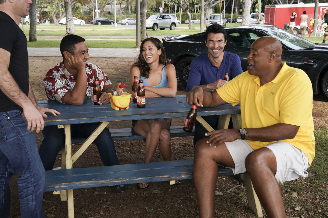 (v.l.n.r.) Junior Reigns (Beulah Koale); Tani Rey (Meaghan Rath); Adam Noshimuri (Ian Anthony Dale); Lou Grover (Chi McBride) - Bildquelle: Karen Neal 2019 CBS Broadcasting, Inc. All Rights Reserved / Karen Neal