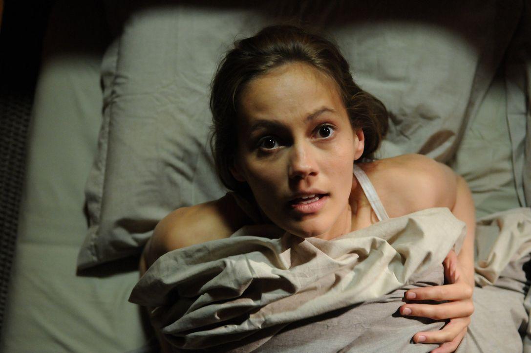 Als nach einigen Jahren Sophie (Luisa Katharina Davids) in ihr Heimatdorf zurückkehrt, plagen sie schon bald schreckliche Alpträume. Da beginnt ei... - Bildquelle: Oliver Roth ProSieben