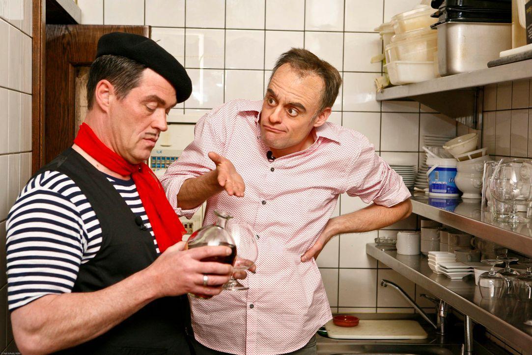 Neue Herausforderung für Restauranttester Rach (Max Giermann). Das indische Restaurant von Govinda und Chandra Hackenbrink steht kurz vor dem Aus. - Bildquelle: Kai Schulz ProSieben