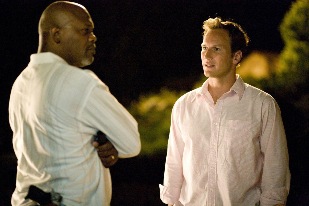 Abel (Samuel L. Jackson, l.) ist eigentlich ein ganz friedlicher Familienvater, doch die Ehe zwischen dem Weißen Chris (Patrick Wilson, r.) und der... - Bildquelle: 2007 Screen Gems, Inc. All Rights Reserved.