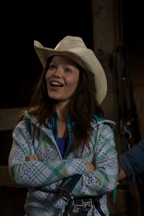Weil Halbwaise Carrie (Tammin Sursok) nicht mehr bei ihrer Oma leben kann, muss die Großstadtgöre auf die Ranch ihres Vaters Hank umziehen, den si... - Bildquelle: 20Century Fox