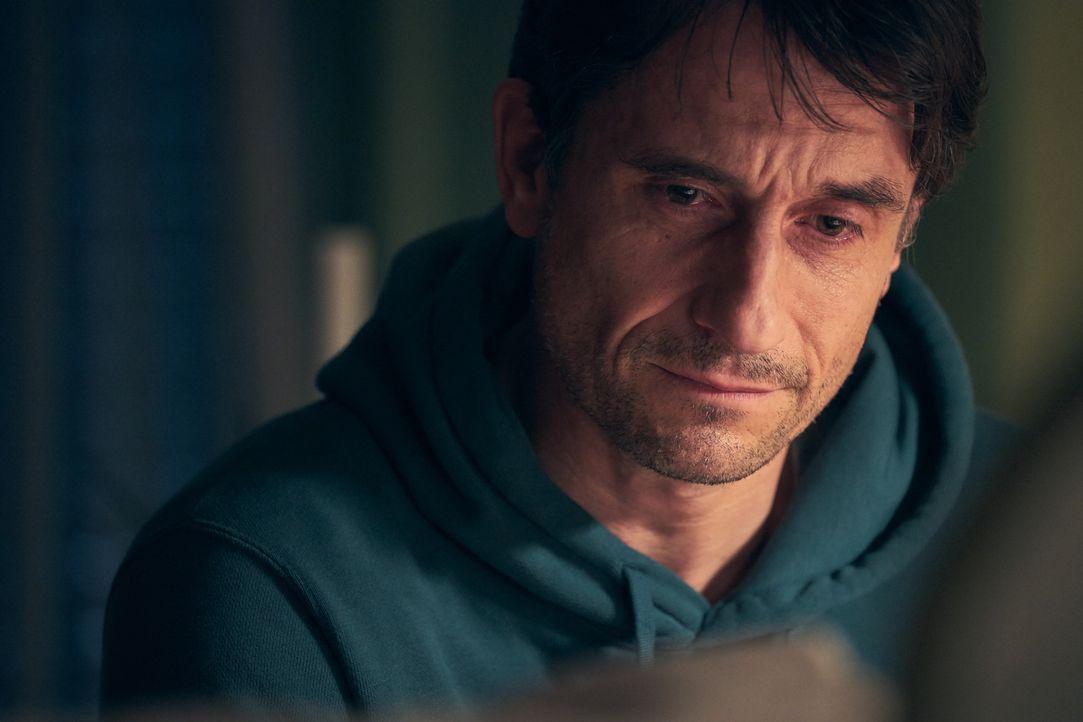 Peter (Oliver Mommsen) - Bildquelle: Frank Dicks SAT.1 / Frank Dicks