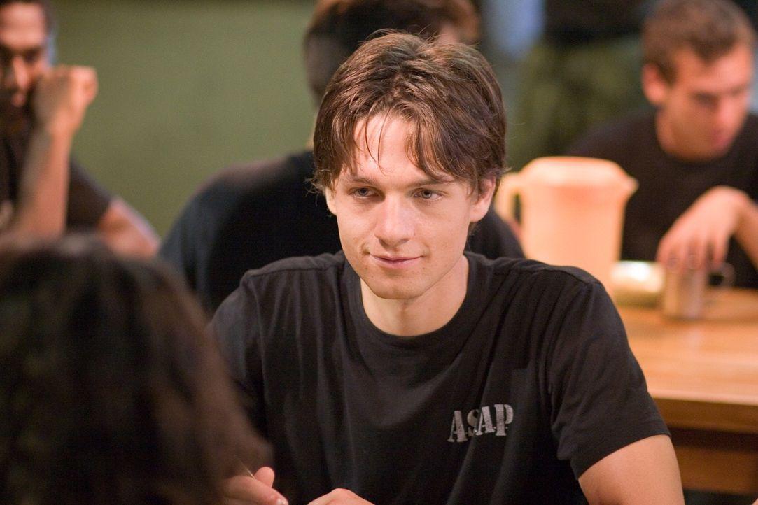 Um seine Freundin zu befreien, lässt sich Ben (Gregory Smith) ebenfalls ins Boot Camp einweisen. Doch zunächst muss er hilflos mitansehen, wie Sophi...
