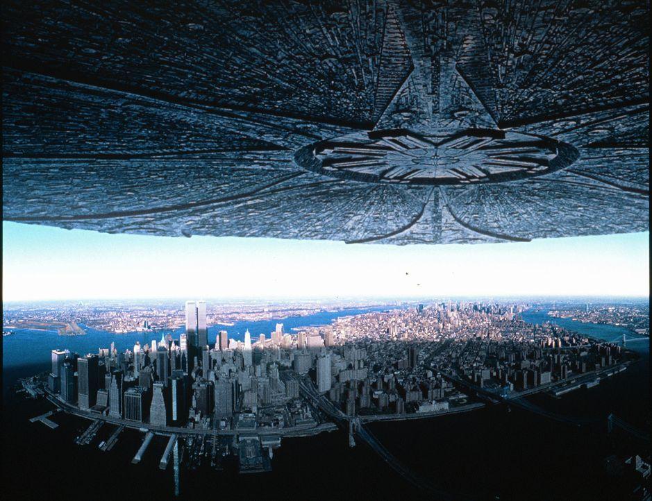 Zwei Tage vor dem amerikanischen Unabhängigkeitstag tauchen überall auf der Erde riesige Raumschiffe auf, die mit der systematischen Vernichtung d... - Bildquelle: 20th Century Fox Film Corporation