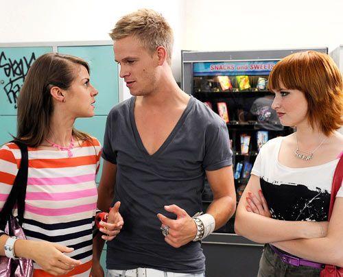 Was ist zwischen Jenny, Ronnie und Sophie nur los? - Bildquelle: Christoph Assmann - Sat1