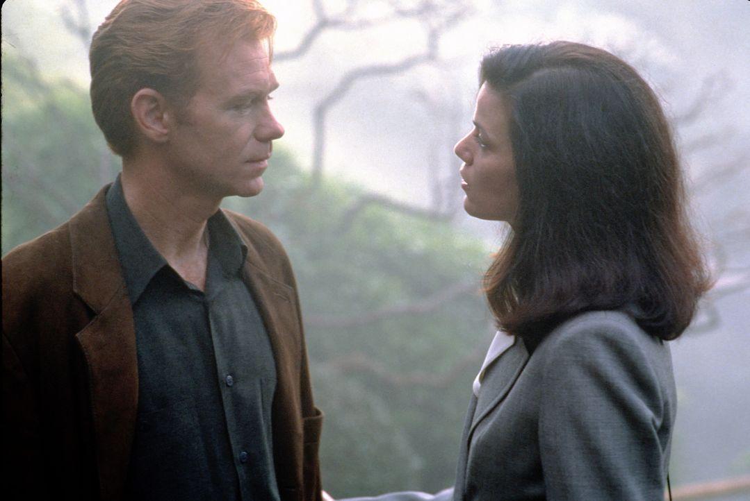 Als David Corelli (David Caruso, l.) die geheimnisvolle Jade ausfindig gemacht hat, wartet auf ihn eine große Überraschung: Jade ist seine Exfreun... - Bildquelle: Paramount Pictures