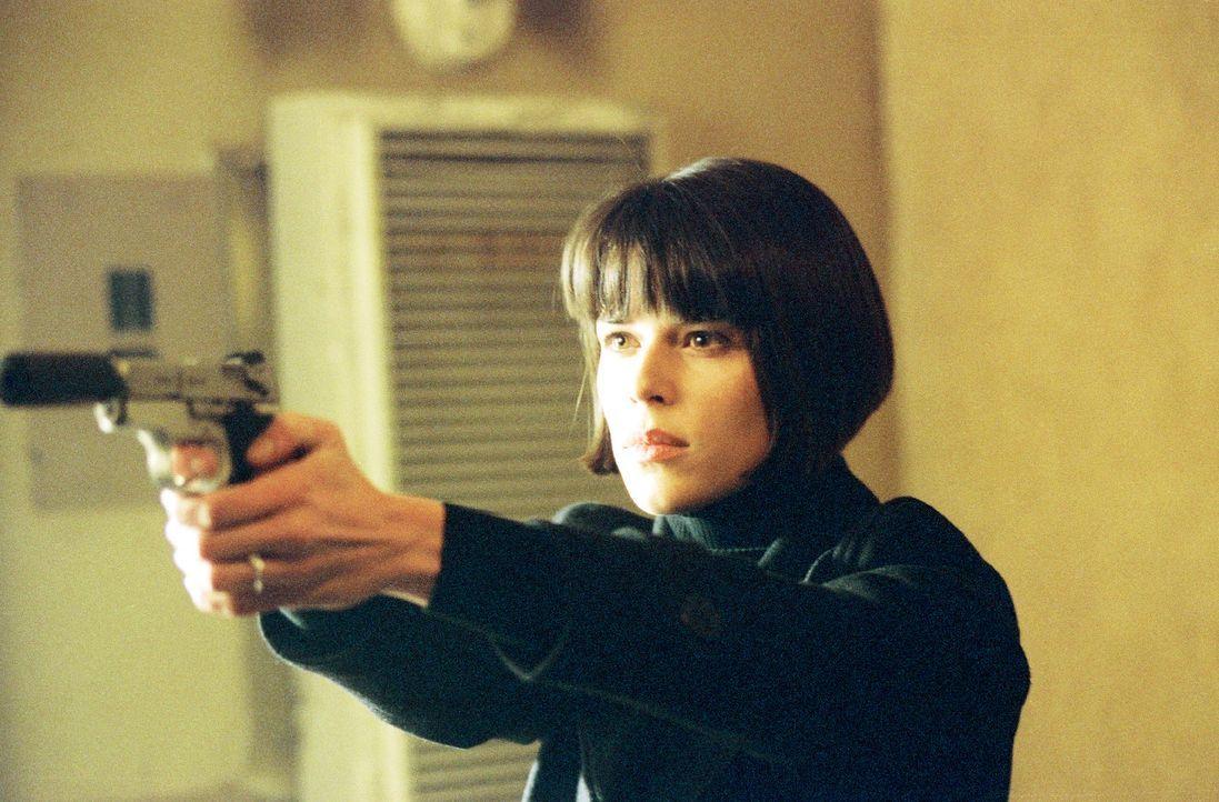 Obwohl Chloe (Neve Campbell) beteuert, seine Verlobte zu sein, weiß Frank nicht, ob er ihr trauen kann. Denn die junge Frau scheint viel mehr zu wi... - Bildquelle: Nu Image