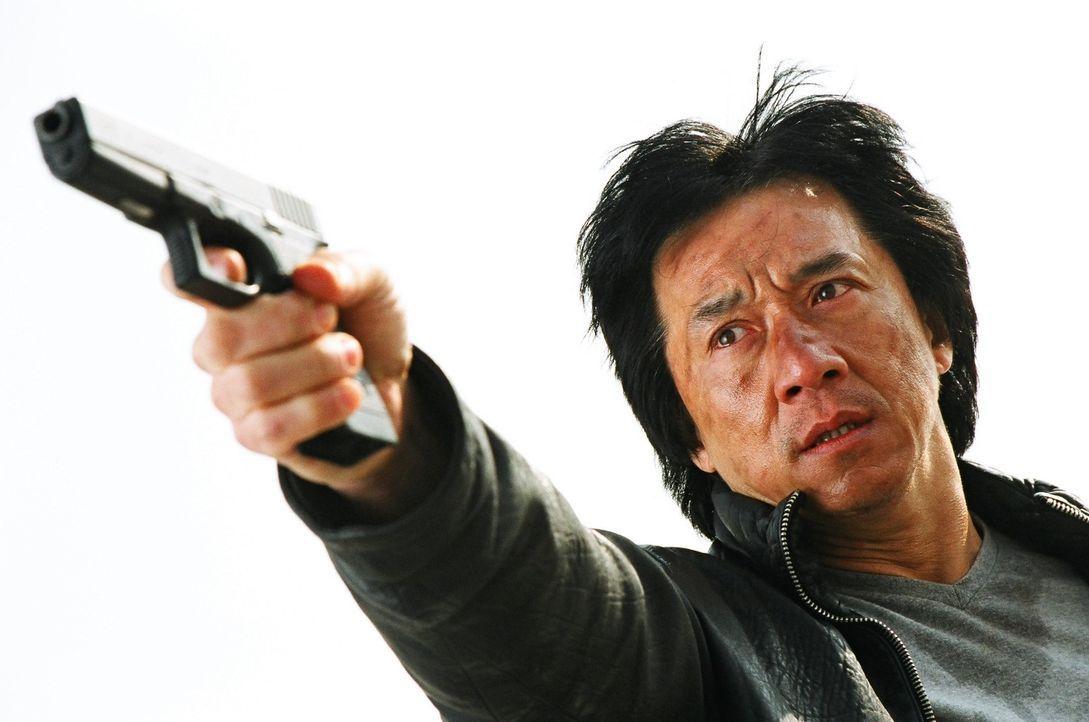 Gemeinsam mit seinem Kollegen tritt Inspektor Wing (Jackie Chan) den Kampf gegen die durchgedrehte Bande von Jugendlichen an, die sich einen Spaß da... - Bildquelle: E.M.S.
