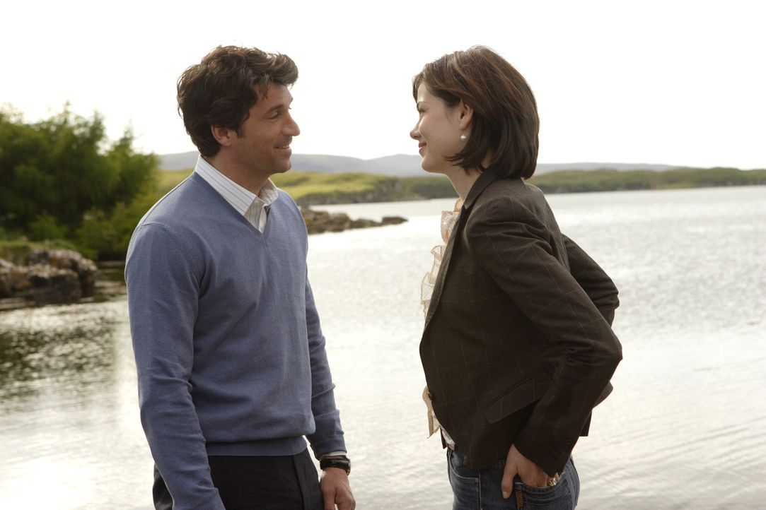 "Als ""Brautjunger"" kümmert sich Tom (Patrick Dempsey, r.) ganz besonders aufmerksam um Hannah (Michelle Monaghan, l.). Allerdings mit dem Hintergeda... - Bildquelle: 2008 Columbia Pictures Industries, Inc. and Beverly Blvd LLC. All Rights Reserved."