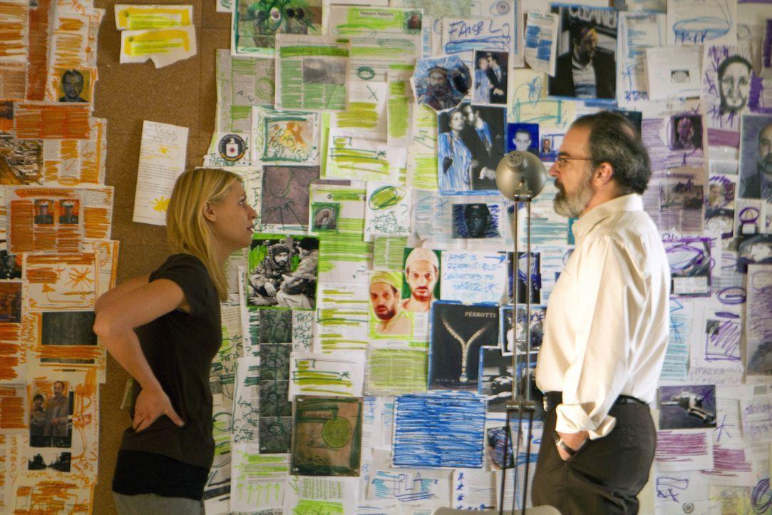 Das fehlende, aber alles entscheidende Puzzleteil im Zeitstrahl der Ereignisse kennen weder Carrie (Claire Danes, l.) noch Saul (Mandy Patinkin, r.)... - Bildquelle: 20th Century Fox International Television