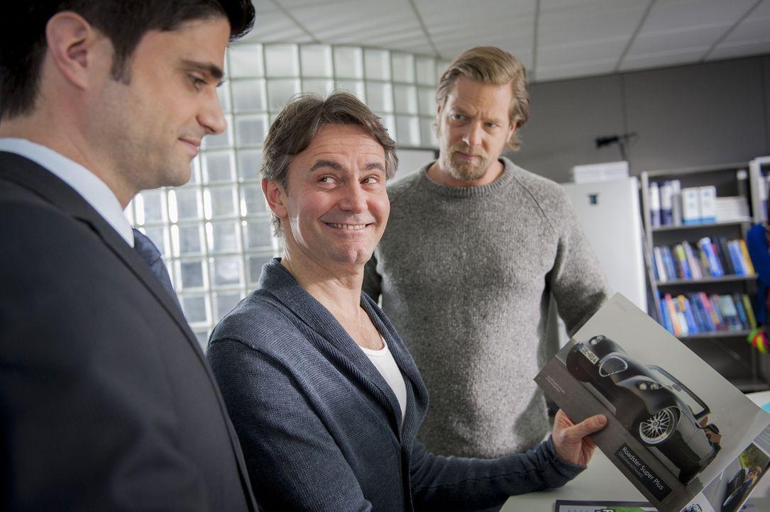 Was Männerherzen höher schlagen lässt: (v.l.n.r.) Andreas (Maximilian Grill), Meisner (Robert Lohr) und Mick (Henning Baum) ... - Bildquelle: Martin Rottenkolber SAT.1