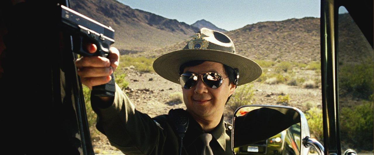 Ein eiskalter Bandit entführt Doug und will ihn nur im Tausch gegen Mr. Chow (Ken Jeong) wieder freilassen. Für den Rest des Wolfrudels beginnt eine... - Bildquelle: 2013 Warner Brothers