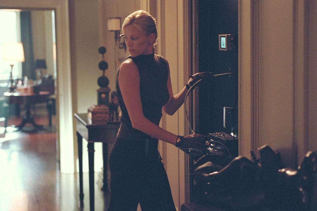 Ein Jahr später gelingt es den bestohlenen Dieben und Stella (Charlize Theron), Steves Spur aufzunehmen. Der mörderische Verräter hat sich in einer... - Bildquelle: TMG