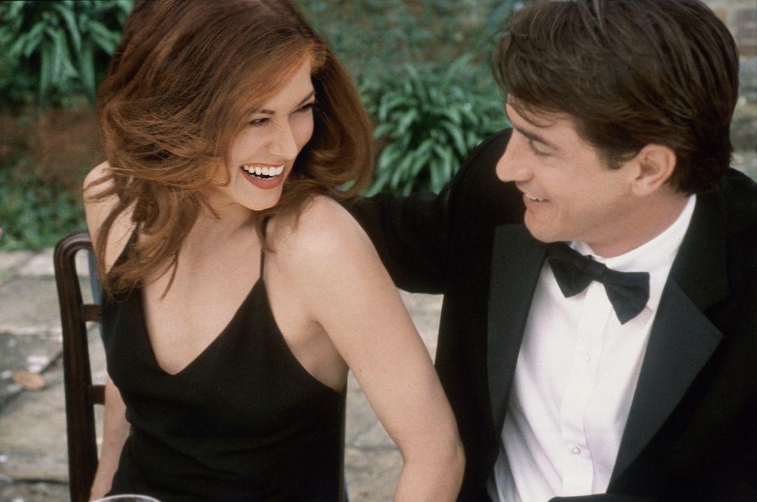 Eigentlich hat Kat (Debra Messing, l.) Nick (Dermot Mulroney, r.) nur gebucht, um ihren Ex zurückzubekommen, aber als sie Nick näher kennenlernt,... - Bildquelle: Gold Circle Films