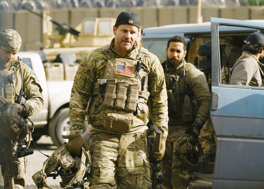 Jason (David Boreanaz) begibt sich auf die gefährliche Suche nach einem Terroristen, der stehts einen Bombengürtel trägt ... - Bildquelle: Aaron Epstein Aaron Epstein/CBS   2018 CBS Broadcasting Inc. All Rights Reserved.