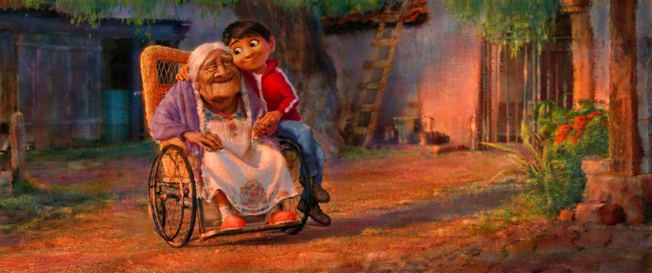 Uroma Coco (l.); Miguel (r.) - Bildquelle: 2017 Disney/Pixar. All Rights Reserved.
