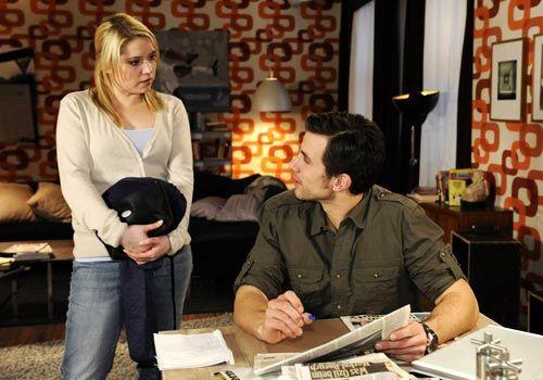 Michael erfährt, dass auch Miriam einmal Zweifel an Beas Unschuld hatte ... - Bildquelle: Christoph Assmann - Sat1