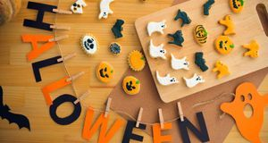 Halloween feiern_2015_10_20_Halloween Basteln mit Kindern_Bild1_fotolia_Drago...