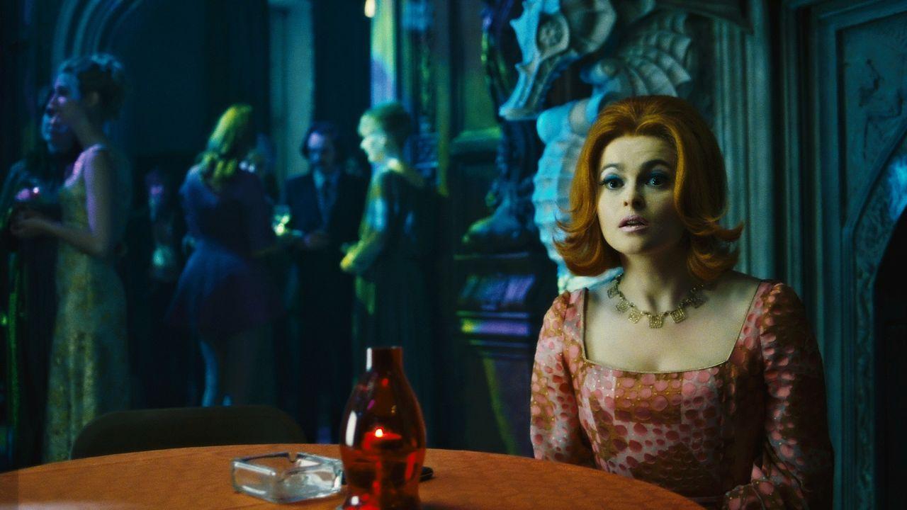 Dr. Julia Hoffman (Helena Bonham Carter) - Bildquelle: 2018 Warner Bros. Entertainment, Inc.