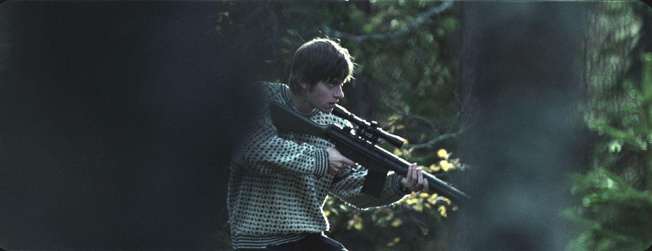 Simen (Arthur Berning) glaubt, weil er eine Waffe hat, er sei dem Mörder gewachsen. Ein fataler Irrtum ... - Bildquelle: Licensed by Telepool GmbH