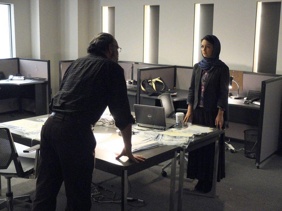 Saul (Mandy Patinkin, l.) macht sich auf die Suche nach den Verantwortlichen für den Angriff auf die CIA-Zentrale und setzt dazu auf die Dienste von... - Bildquelle: 2013 Twentieth Century Fox Film Corporation. All rights reserved.