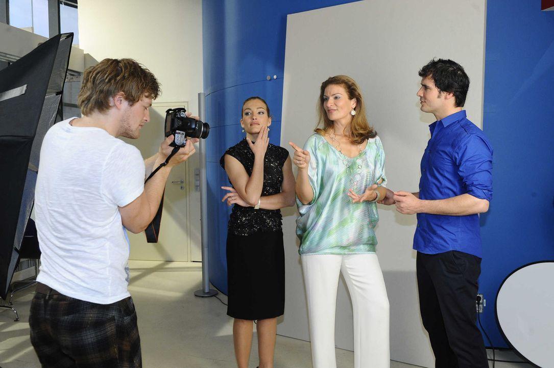 Natascha wird das Gesicht der Kampagne. (v.l.n.r.) Julian (Bo Hansen), Annett (Tanja Wenzel), Natascha (Franziska Matthus) und Alexander (Paul Grass... - Bildquelle: SAT.1