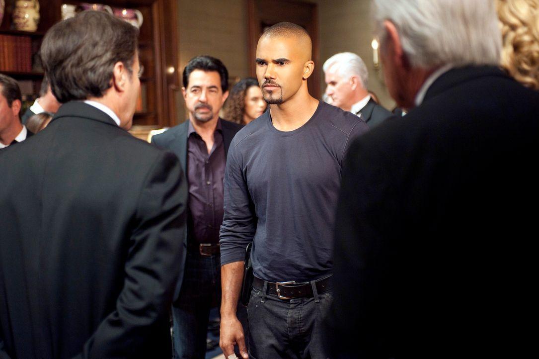 Bei den Ermittlungen im Fall Donald Sanderson, stoßen Morgan (Shemar Moore, 3.v.l.) und Rossi (Joe Mantegna, 2.v.l.) auf James Stanworth (Philip Cas... - Bildquelle: ABC Studios