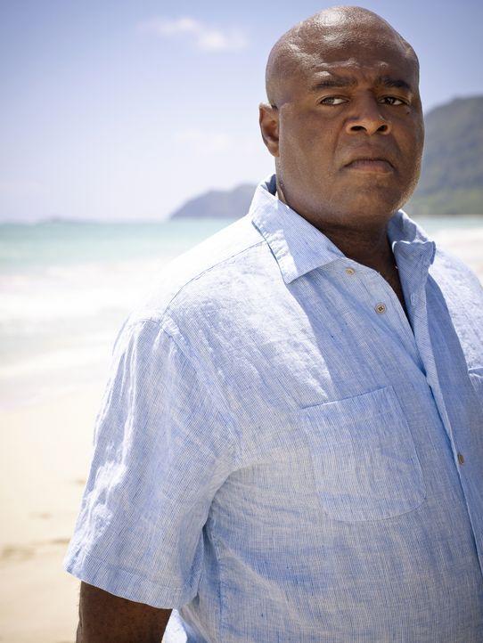 (7. Staffel) - Kämpft mit seinen Kollegen gegen das organisierte Verbrechen auf Hawaii: Lou (Chi McBride, l.) ... - Bildquelle: 2017 CBS Broadcasting Inc. All Rights Reserved.