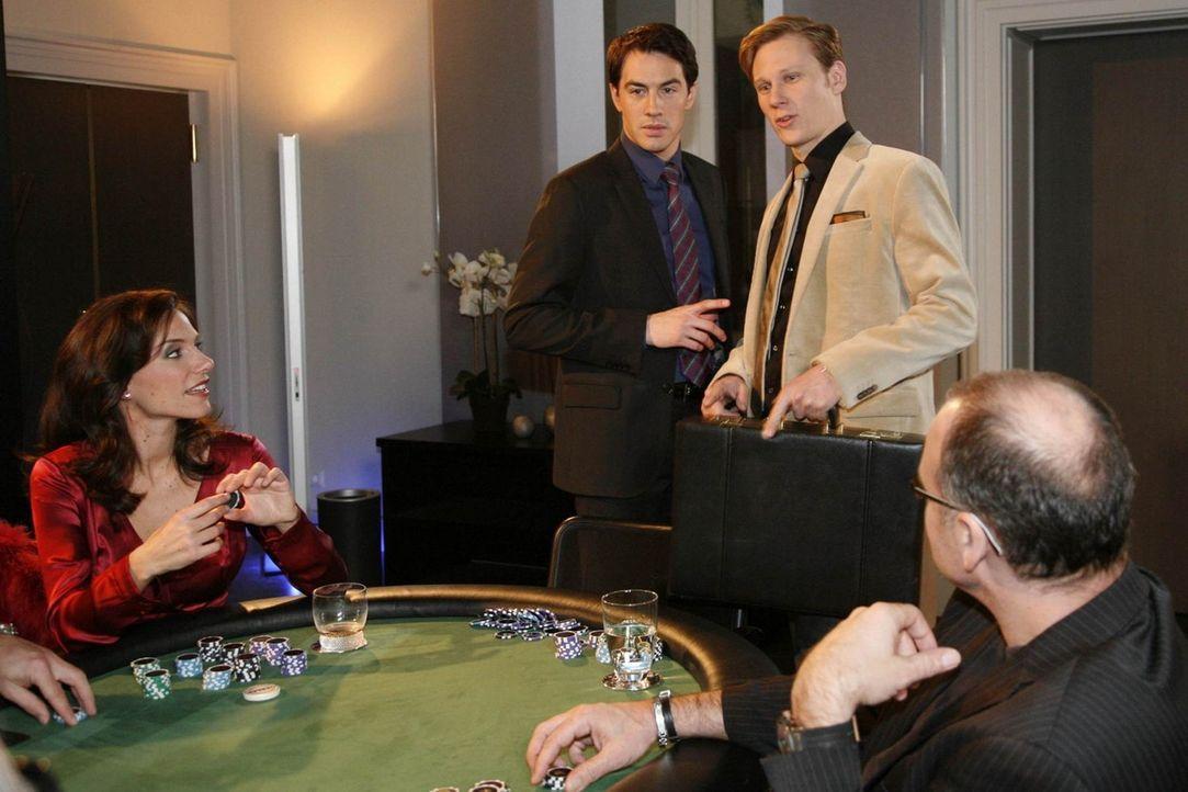 Mark ist voll und ganz mit der Organisation einer geheimen Pokerrunde im Hotel beschäftigt  und ist überrumpelt, als Philip unangekündigt dazu er... - Bildquelle: SAT.1