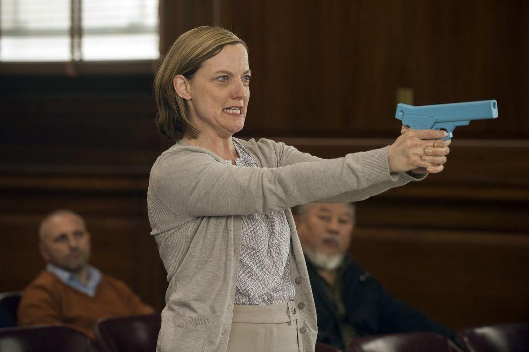 Auf wen hat es Pamela Baker (Orlagh Cassidy) abgesehen? Laura und ihre Kollegen versuchen alles, um sie zum Aufgeben zu bringen ... - Bildquelle: Warner Bros. Entertainment, Inc.