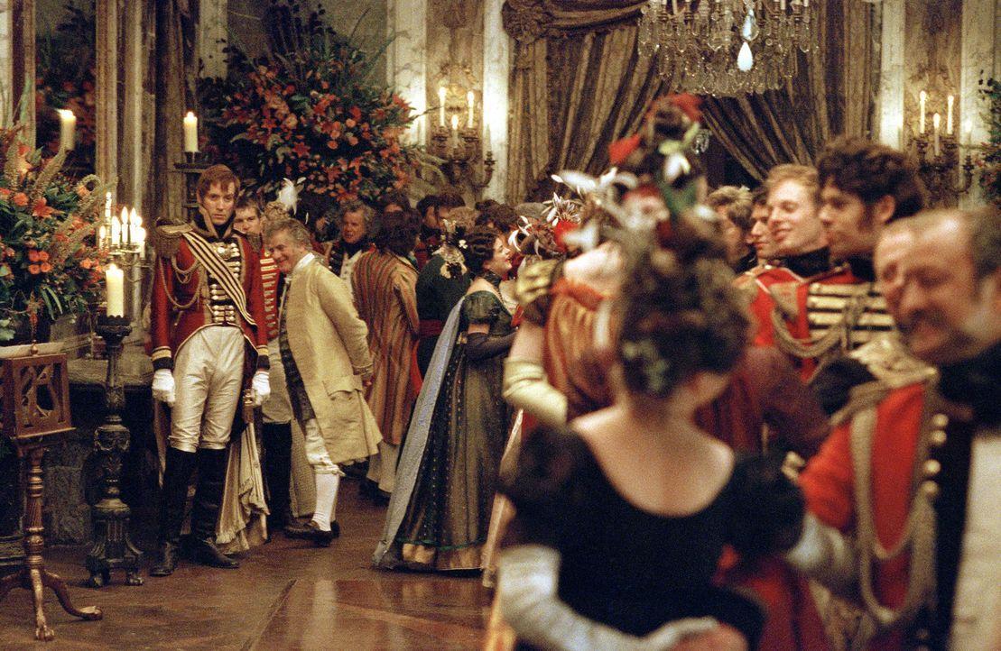 Ist unglücklich in Amelia Sedley verliebt: William Dobbin (Rhys Ifans, l.) ... - Bildquelle: Granada Film Productions