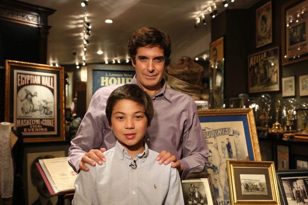 Ein Herzenswunsch von Philippe (l.) geht in Erfüllung: Er darf David Copperfield (r.) treffen ... - Bildquelle: SAT.1