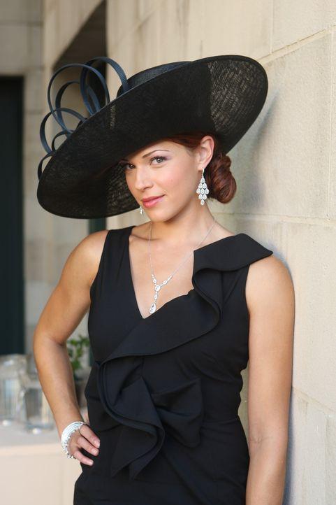 Grace (Amanda Righetti) ermittelt in einem neuen Fall ... - Bildquelle: Warner Bros. Television