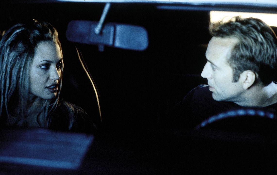 Eigentlich im Ruhestand, doch nun müssen Memphis (Nicolas Cage, r.) und Sara (Angelina Jolie, l.) in nur 72 Stunden 50 Nobelkarossen stehlen, um Me... - Bildquelle: Merrick Martin Touchstone Pictures