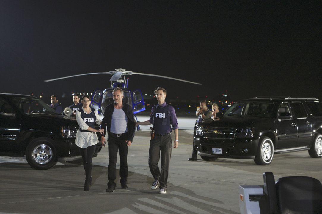 Die Ermittlungen in einem neuen Fall laufen auf Hochtouren: (v.l.n.r.) Rossi (Joe Mantegna), Hotch (Thomas Gibson), Prentiss (Paget Brewster), Ian D... - Bildquelle: ABC Studios