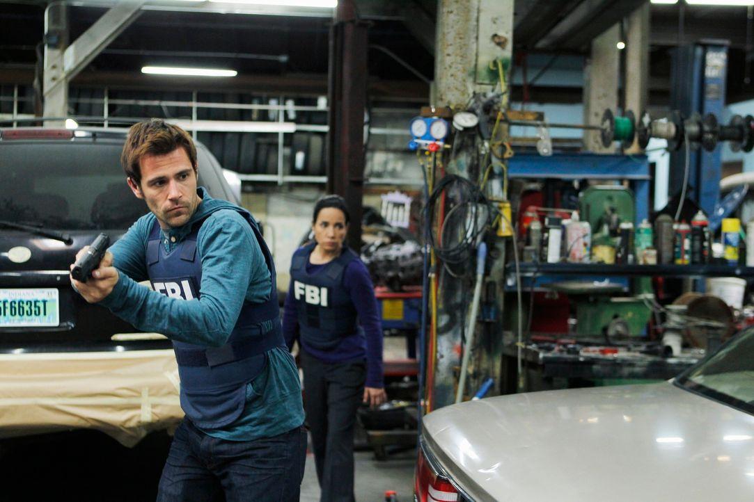 Ein Wettlauf mit der Zeit: Mick (Matt Ryan, l.) und Beth (Janeane Garofalo, r.) ... - Bildquelle: ABC Studios